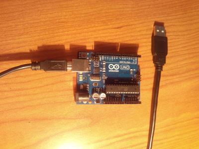 Arduino UNO Rev 3 y cable USB